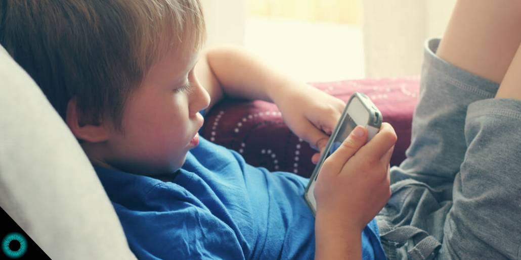 aacac9046 4 motivos porque o uso de celular faz mal à visão de crianças!